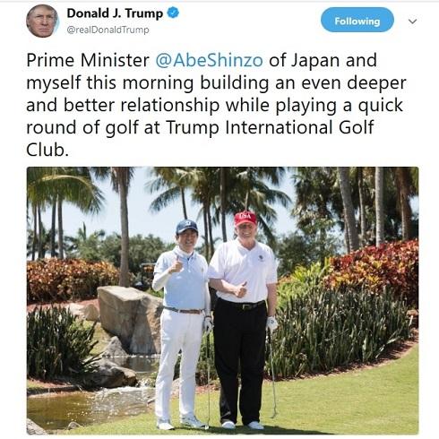گلفبازی ترامپ با آبه/ عکس