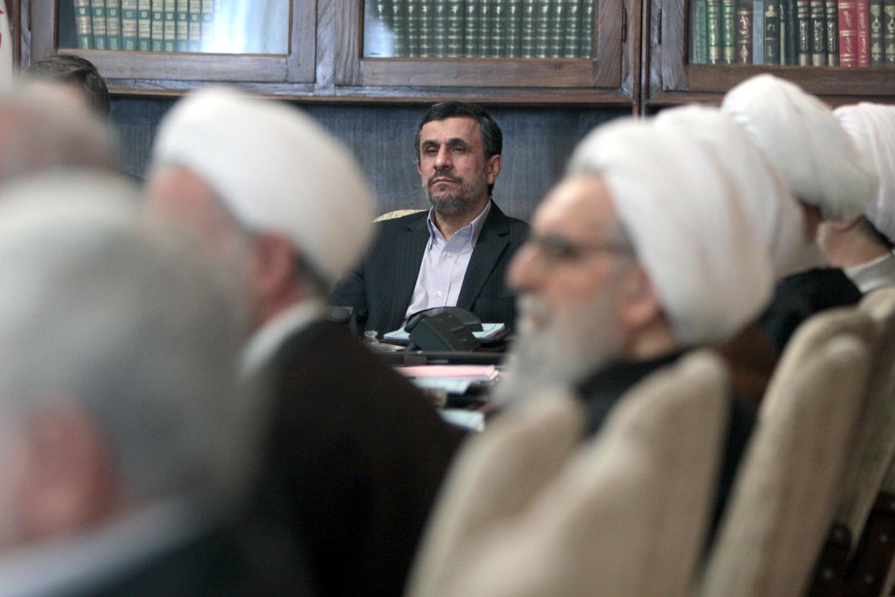 احمدینژاد در آخرین جلسه مجمع در سال 92 /تصویر